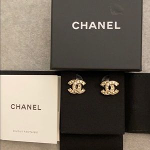 Chanel mini CC Stud earrings NEW pearl and crystal